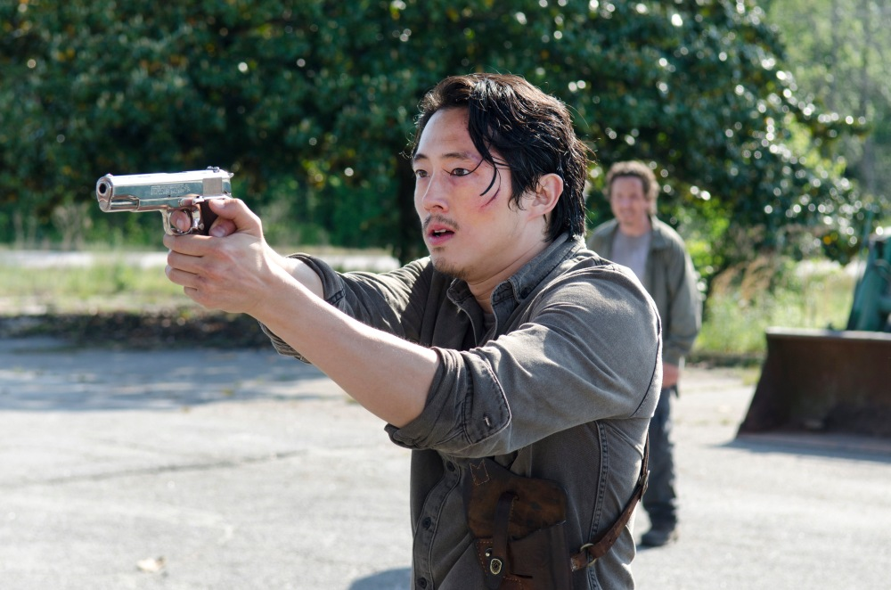 Glenn-Fires-His-Gun-in-The-Walking-Dead-Season-6-Premiere