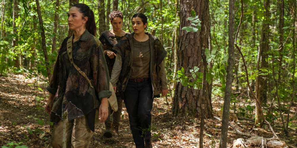 Alanna-Masterson-as-Tara-Chambler-Briana-Venskus-as-Beatrice-Nicole-Barre-as-Kathy-The-Walking-Dead---Season-7-Episode-6.jpg